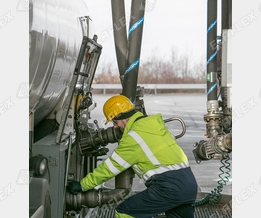 Terminal / gantry: 'Polypal Oil' hose assemblies for bottom loading of road tankers
